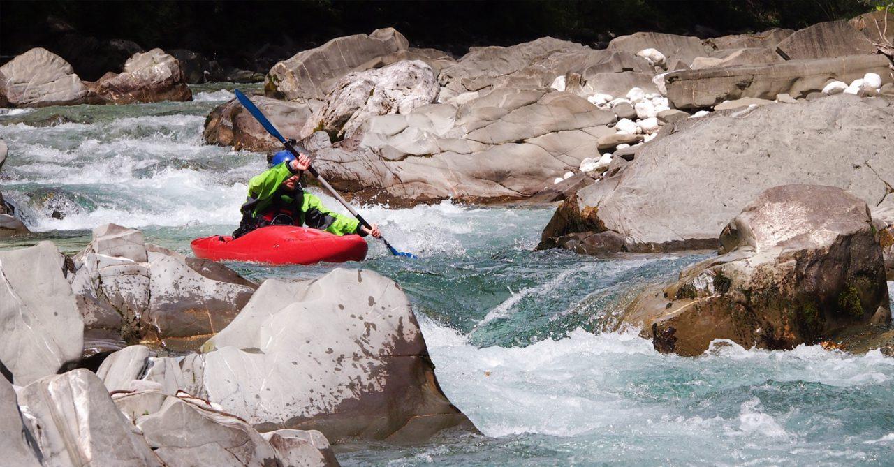 Wildwaterkajakken tijdens de kajakcursus Alpen surprise special in Europa.