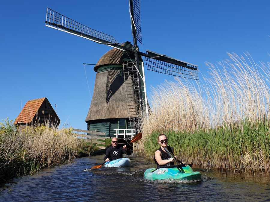 Er even tussenuit met de kano of kajak een sportieve tourtocht door de prachtige polder in Noord-Holland