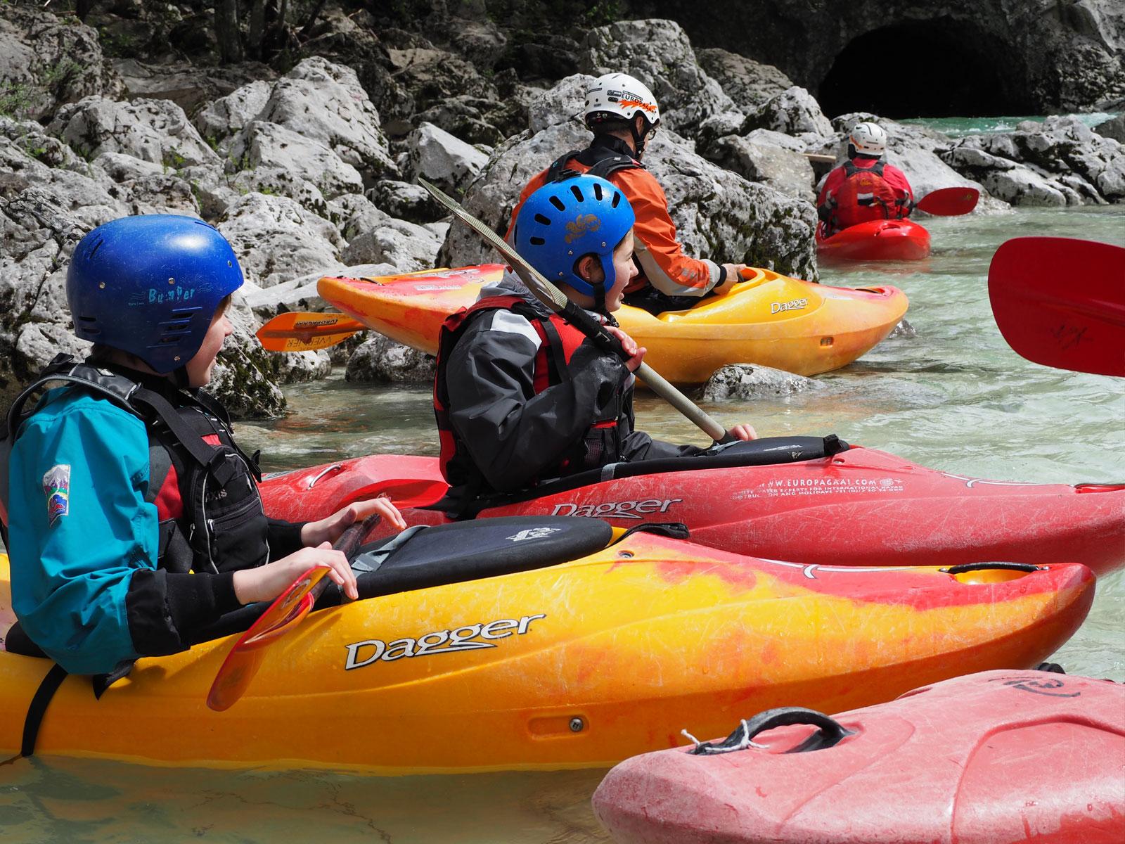 Wildwaterkajakken tijdens een actieve vakantie met het gezin!