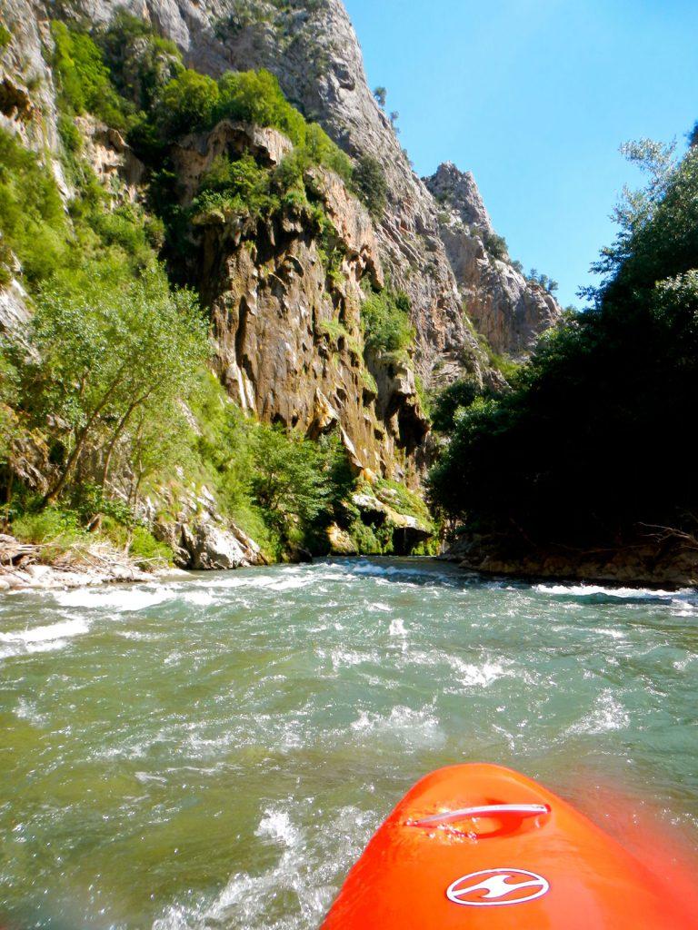 Wildwaterkajakken in de Spaanse Pyreneeën. We varen door de prachtige Collegats kloof!