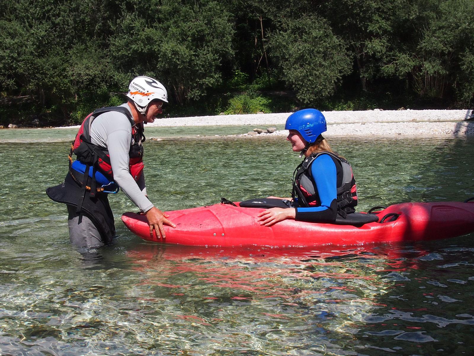 Kajakschool Europagaai geeft les in wildwaterkajakken en kanoën.
