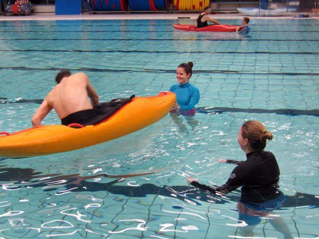 Kajakreizen in Zwembad in Alkmaar