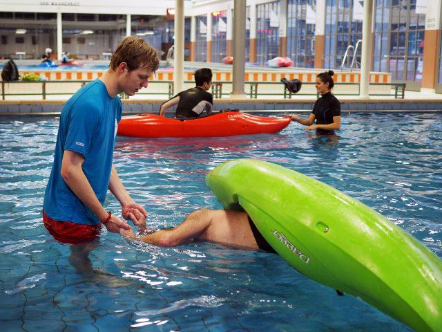 Kajakreizen in Zwembad in Rotterdam